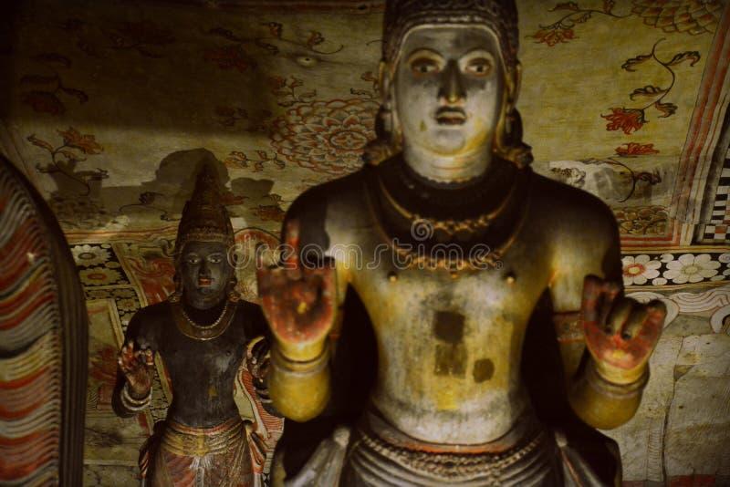 Statue di Buddha del tempio dorato della caverna di Dambulla fotografia stock libera da diritti