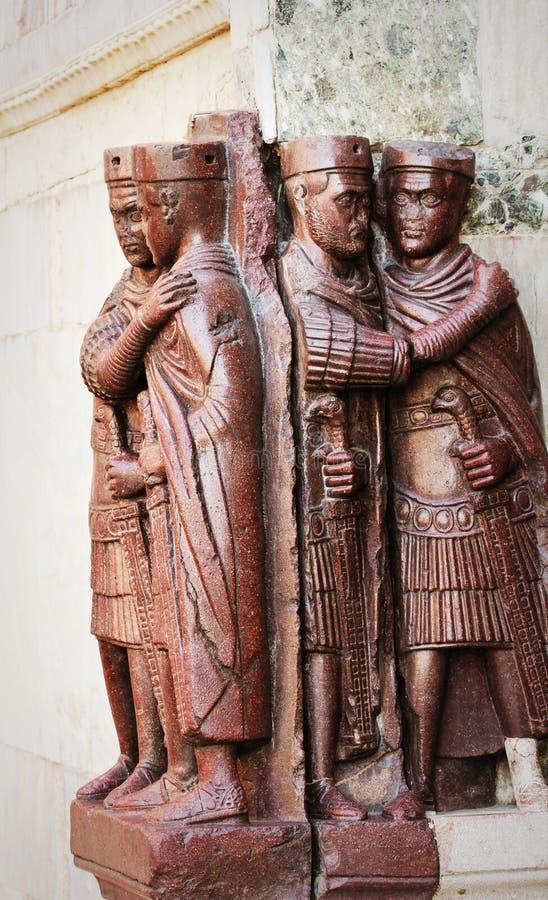 Statue di Diokletian ed altri tre imperatori a Venezia sul quadrato di San Marco, Italia I Tetrarchs è del IV secolo fotografia stock libera da diritti