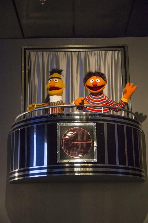 Statue di Ernie e di Bert al forte museo di gioco a Rochester, New York immagine stock