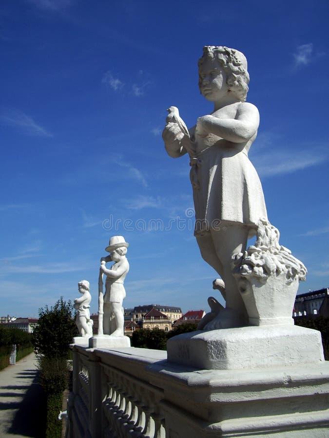 Statue di pietra dei bambini fotografia stock