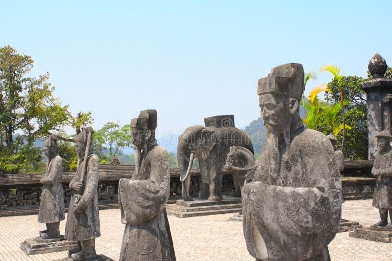 Statue di pietra del cavallo, dell'elefante e della gente in Minh Mang Tomb, H fotografia stock libera da diritti