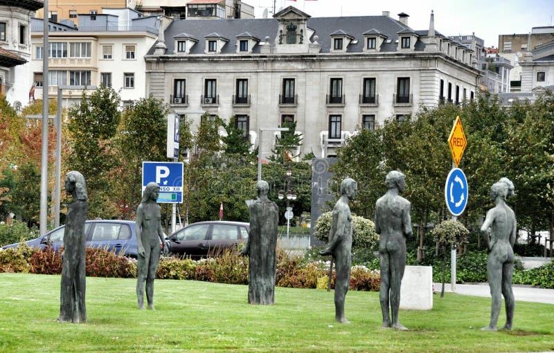 Statue di pietra della gente nel centro di Santander, Cantabria Spagna fotografia stock libera da diritti