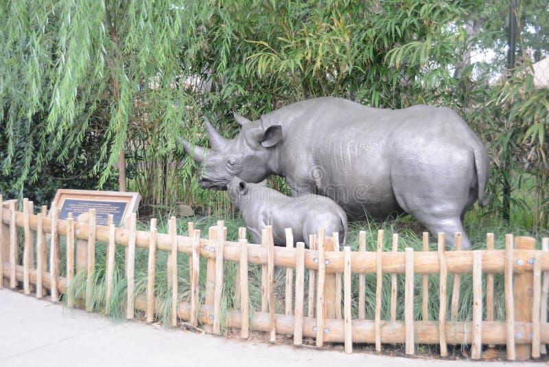 Statue di rinoceronte allo zoo di Fort Worth, Fort Worth, il Texas immagine stock libera da diritti