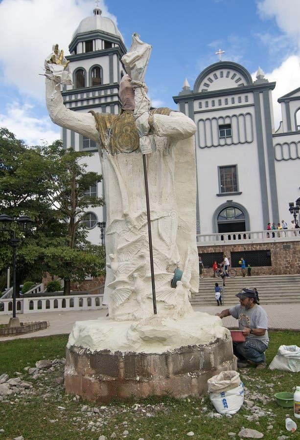 Statue, die in Tegucigalpa, Honduras gestaltet stockbilder