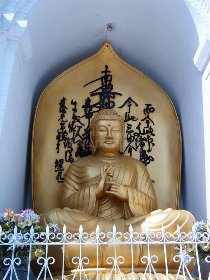 Statue dorée du Seigneur Bouddha photographie stock