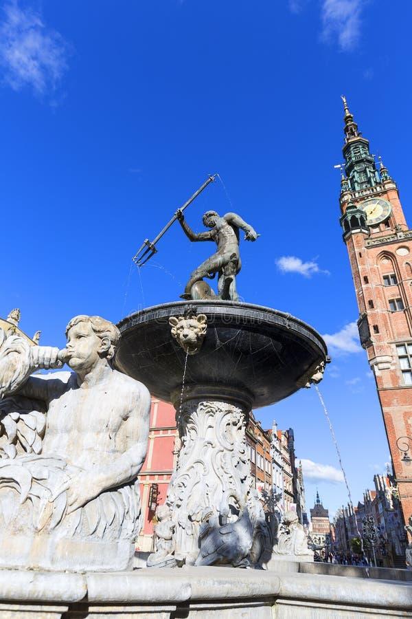 Statue du 17ème siècle de fontaine du ` s de Neptune à la rue de marché à terme, Danzig, Pologne images libres de droits