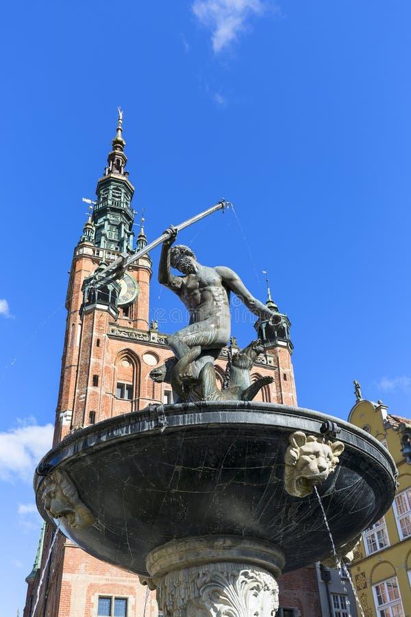 Statue du 17ème siècle de fontaine du ` s de Neptune à la rue de marché à terme, Danzig, Pologne images stock