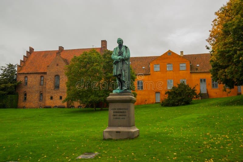 Statue du célèbre romancier Hans Cristian Andersen dans sa ville natale : Odense à Funen, Danemark images libres de droits
