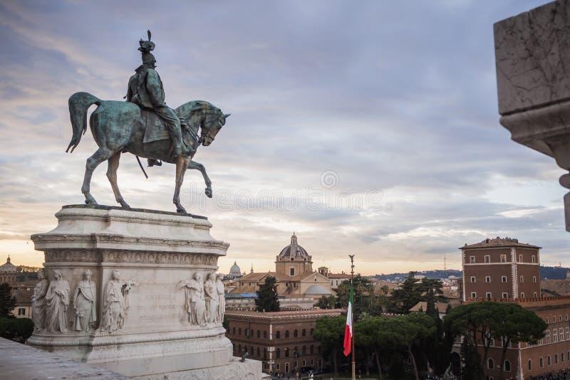 Statue du monument Vittorio Emanuele II Rome de domination image libre de droits