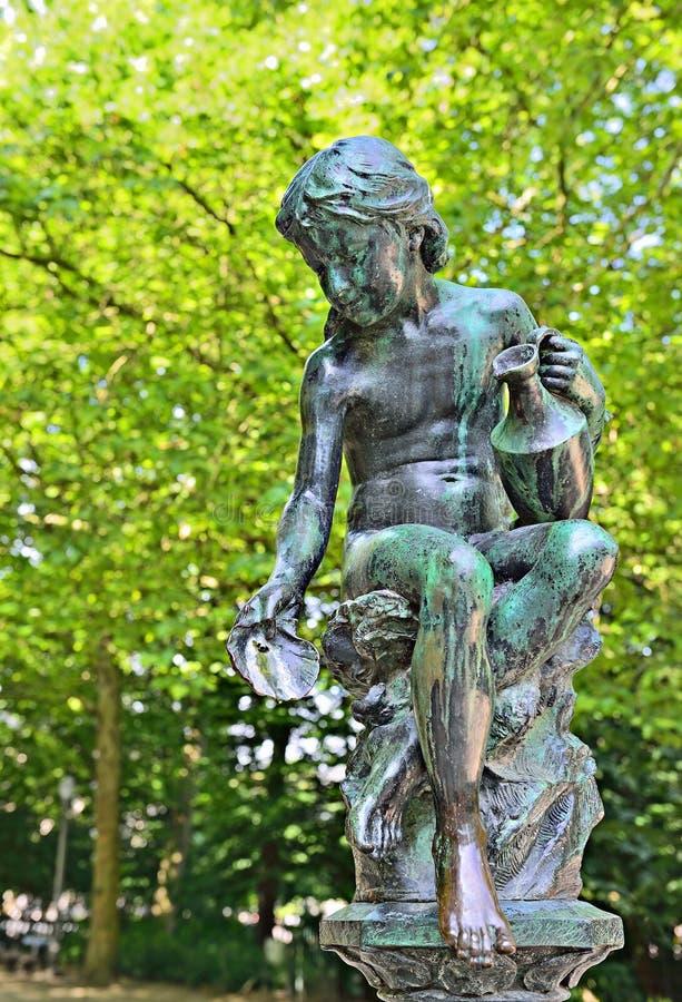 Statue du siècle 19 dans le parc à Bruxelles photos libres de droits