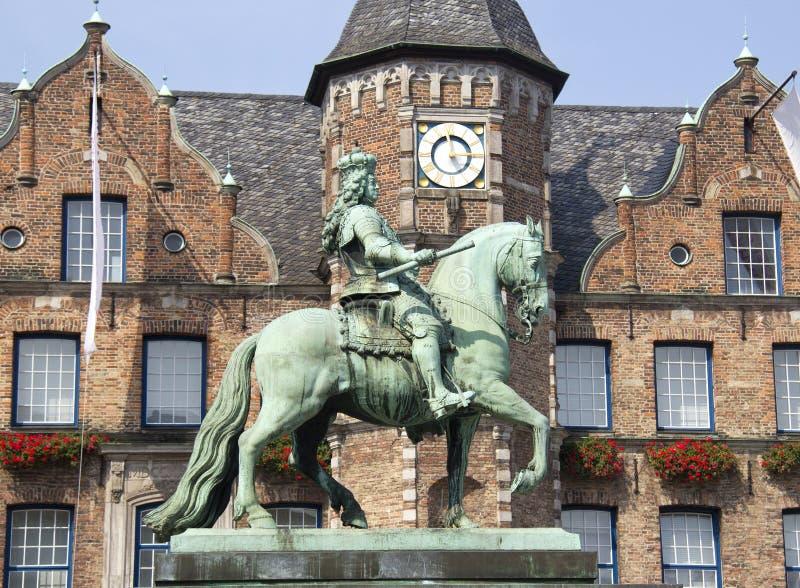 Statue in Dusseldorf stockfotos