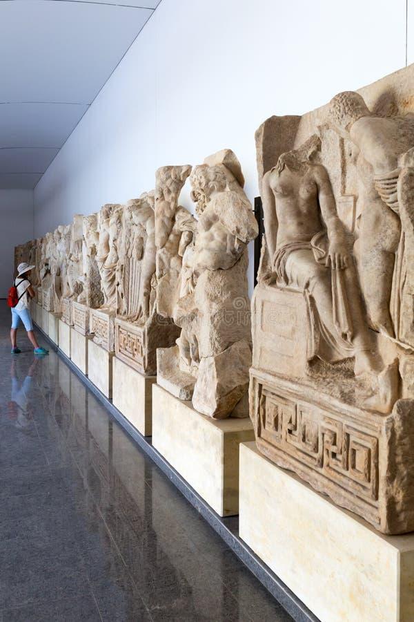 Statue e sollievi nel museo di Afrodisia, Ayd? n, regione egea, Turchia - 9 luglio 2016 immagini stock