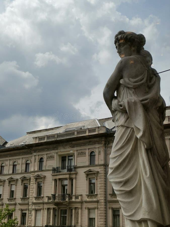 Statue einer Frau stockfotos