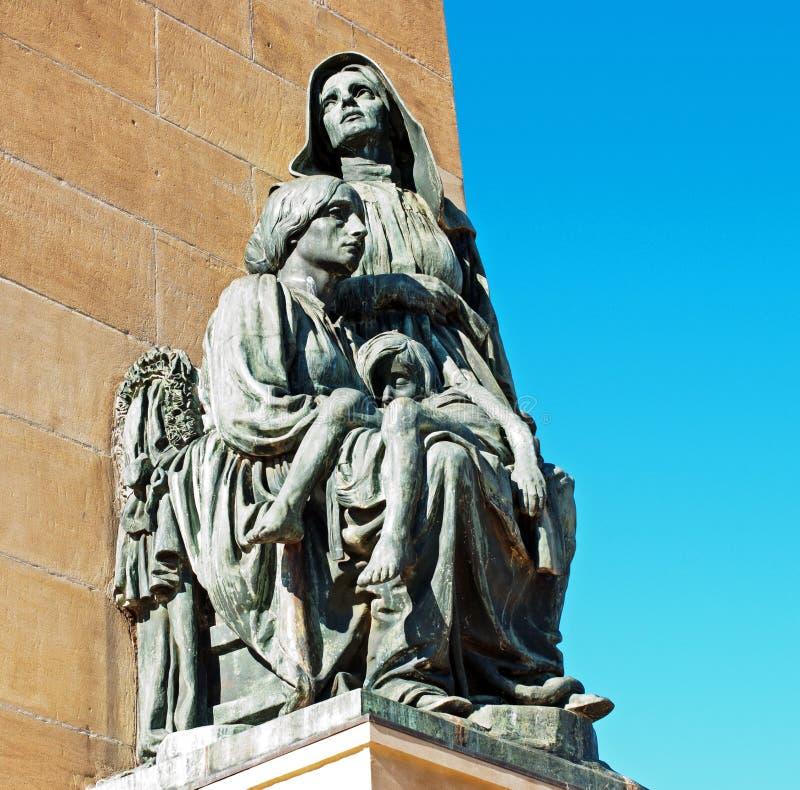 Statue einer Frau und des Kindes lizenzfreie stockfotografie