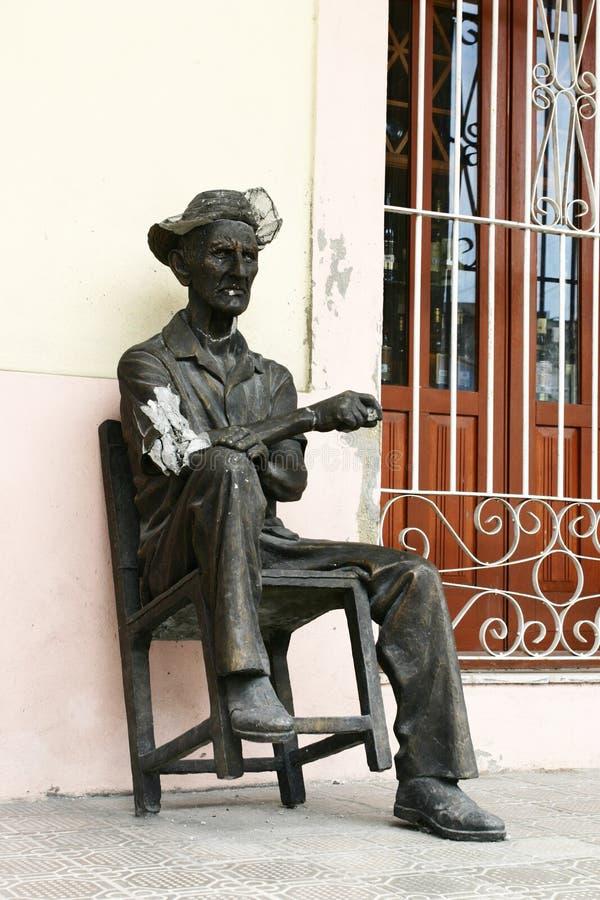 Statue eines alten kubanischen Mannes lizenzfreie stockbilder