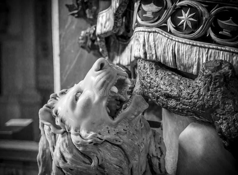 Statue eines Löwes stockbild