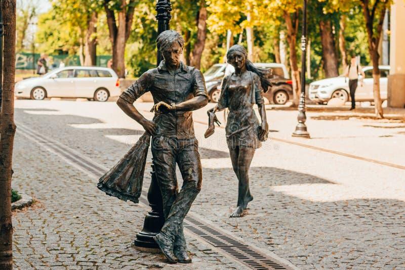 Statue eines Mannes, der auf sein Mädchen wartet lizenzfreies stockbild