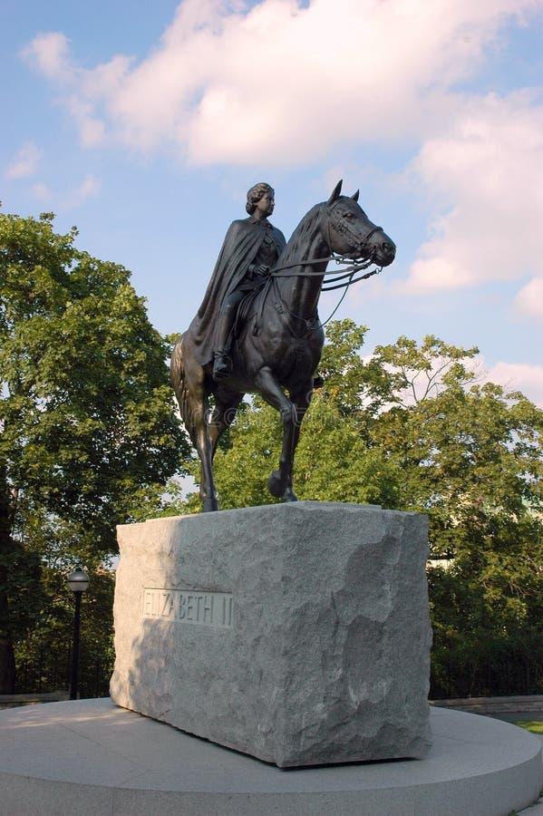 Statue Elizabeth II-Ottawa der Königin Elizabeth lizenzfreies stockfoto