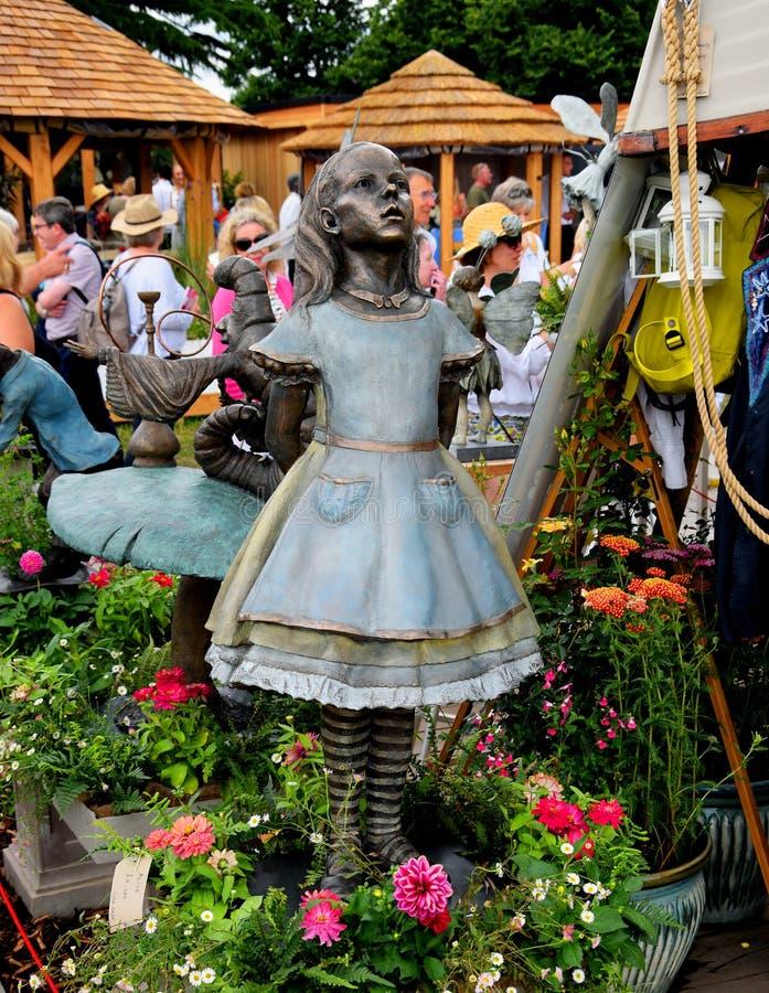 Statue en bronze d'Alice au pays des merveilles images libres de droits