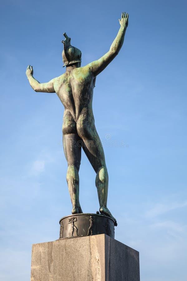 Statue en bronze d'un homme Stockholm, Suède photos stock