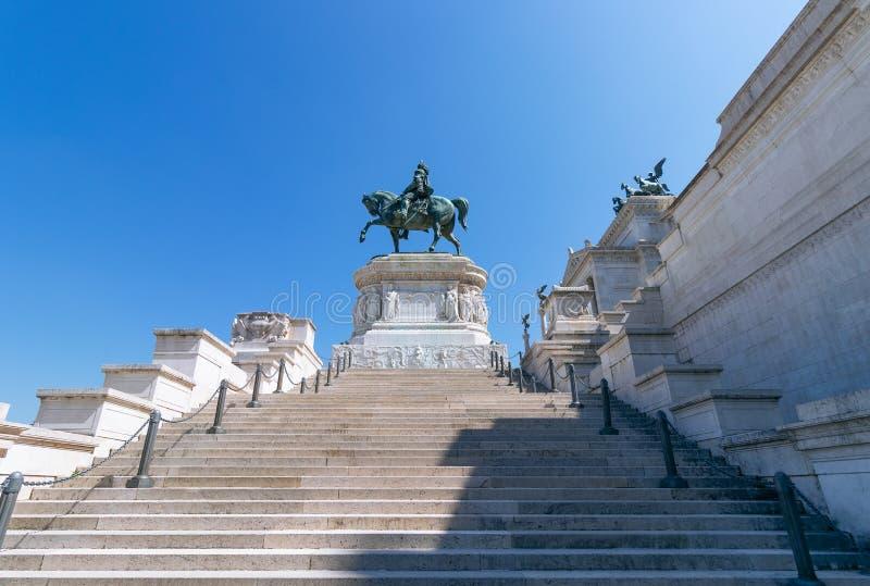 Statue en bronze de Victor Emmanuel II sur le della de Vittoriano Altare photographie stock libre de droits