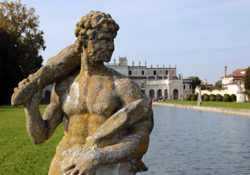 Download Statue En Parc énorme De Villa Pisani, Italie Photo stock - Image du guerrier, italie: 45355632