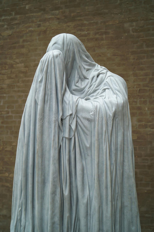 Statue en pierre d'un moine photo stock