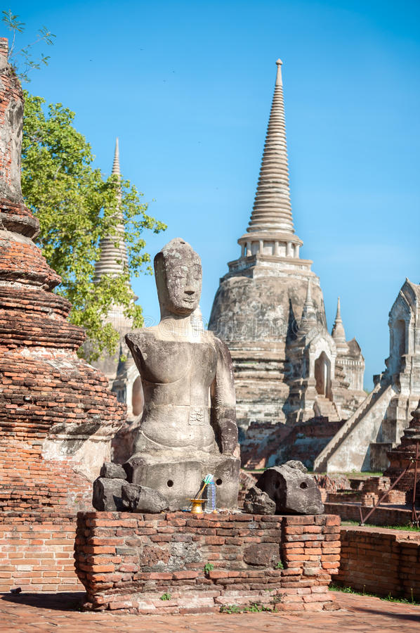 Statue endommagée de Bouddha chez Wat Phra Sri Sanphet, Ayutthaya, Thaila images stock