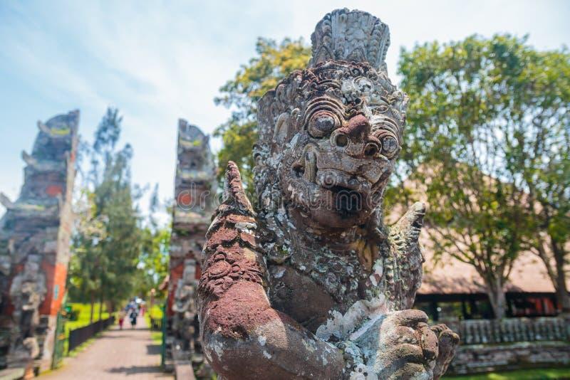 Statue géante de Balinese chez Pura Taman Ayun image stock