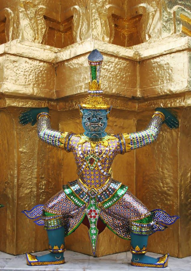 Statue am großartigen Palast stockfotografie