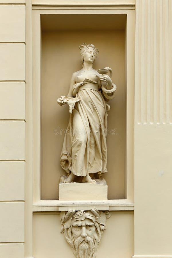 Statue im Embrasure lizenzfreie stockfotografie