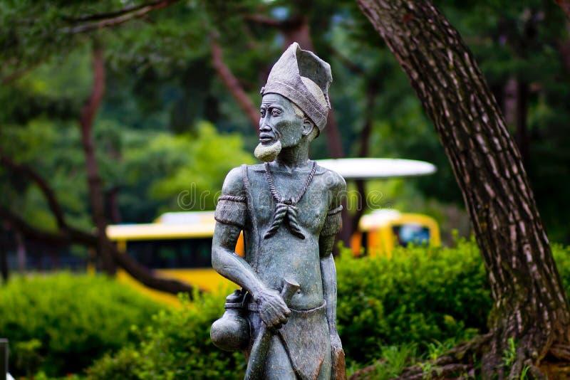 Statue im Park lizenzfreie stockfotografie