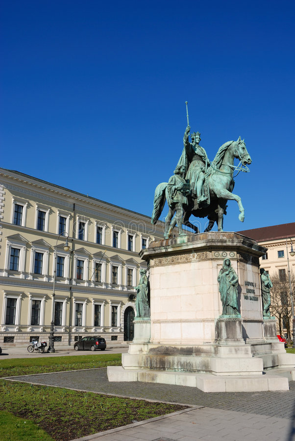 Free Statue In Munich Royalty Free Stock Photos - 2013028