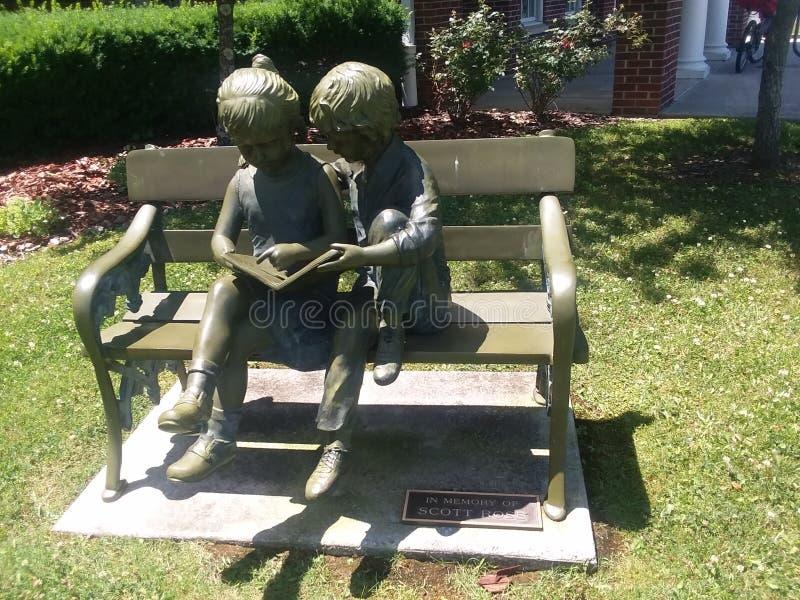 Statue an Laurel County publc Bibliothek lizenzfreie stockbilder