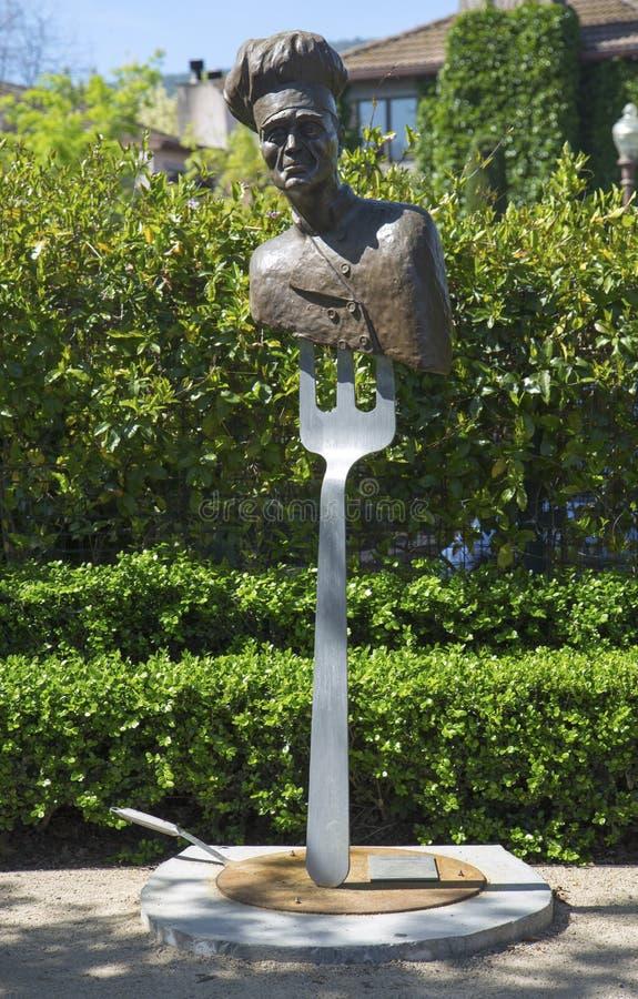Statue le chef par l'artiste Lorenzo Mills à la promenade publique d'art dans la ville de Yountville photo libre de droits