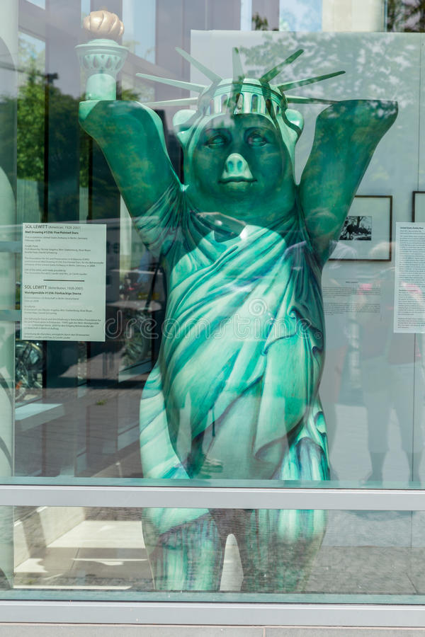 Statue Liberty Berlin Germany d'ours photos stock