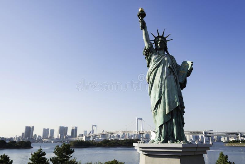 Statue of Liberty and Rainbow Bridge, Tokyo stock photography