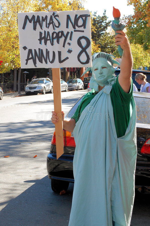 Statue of Liberty at Same-sex marriage protest. Protest against the passage of California proposition 8, which prohibits same-sex marriage. Walnut Creek stock images