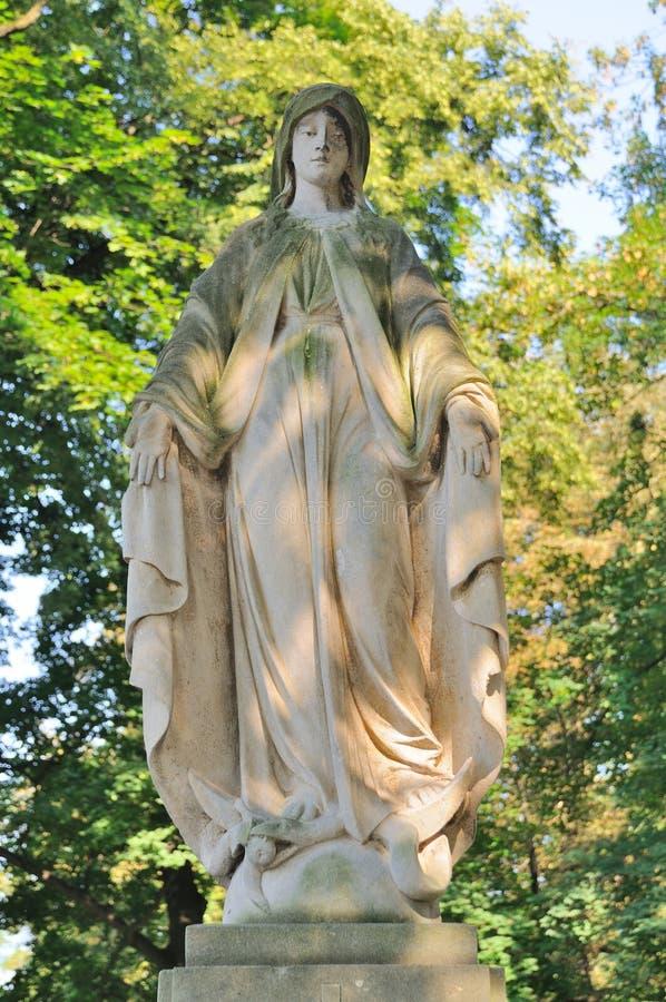 Statue in Lychakiv-Kirchhof in Lemberg, Ukraine stockbilder