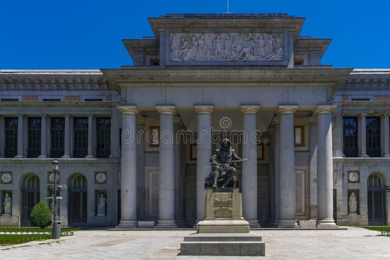 Statue Madrids, Spanien von Diego Velazquez außerhalb des Prado-Museums stockfotos