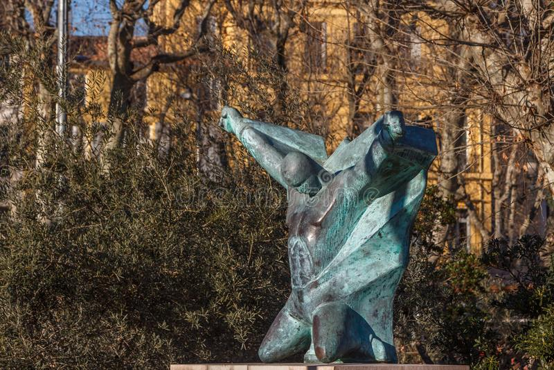 Statue moderne d'un homme image stock