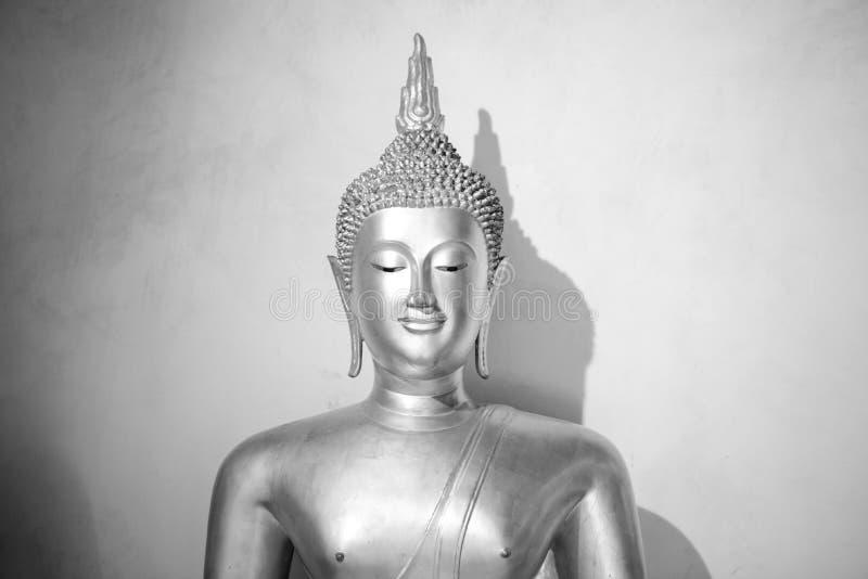 Statue monochrome de Bouddha Architecture en Thaïlande photographie stock
