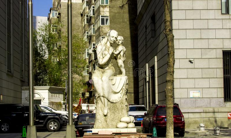 A Statue Of Mother and Son royalty free stock photos