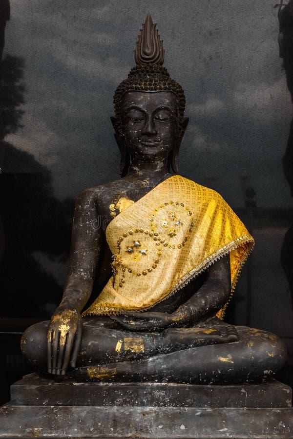 Statue noire de Bouddha photos stock