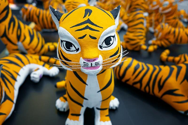 Statue oder Puppe des Tigers in internationalem globalem Tiger Day als Jahresfeier, zum des Bewusstseins zu erh?hen lizenzfreies stockbild
