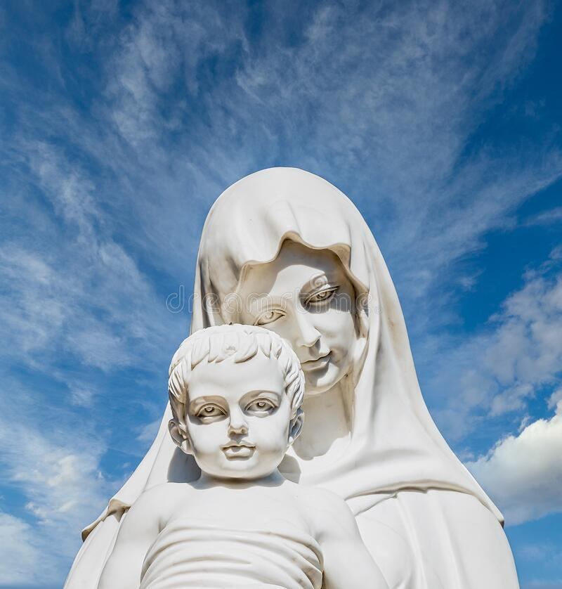 Free Statue Of Madonna And Child Royalty Free Stock Photo - 180777175