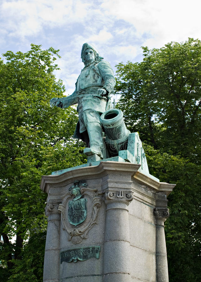 Free Statue Of Peter Wessel Tordenskjold Royalty Free Stock Photo - 26790475