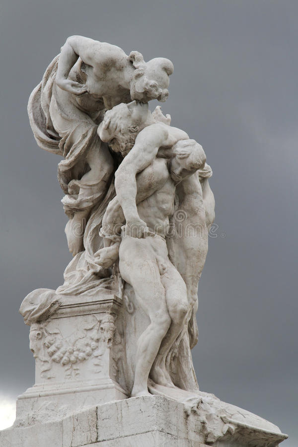 Free Statue On Il Vittoriano Monument Stock Photography - 30483202