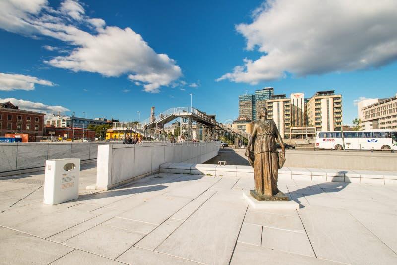 Download Statue at Oslo Opera editorial stock photo. Image of statue - 28955393