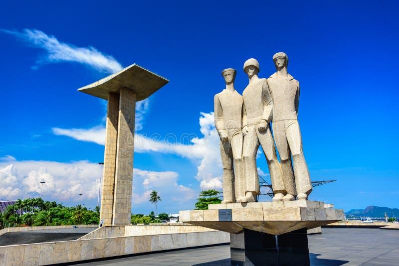 Statue portaile concrète de sculpture et de granit au monument national aux morts de la deuxième guerre mondiale, Rio de Janeiro photos libres de droits